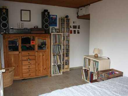 Wohnung/ 4-Zimmer Wohnung/ Mitbewohner gesucht