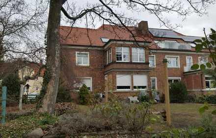 Ein Haus im Haus - Großzügige 3-Raum-Eigentumswohnung mit Veranda, Garten und Garage