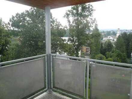 freundliche 3-Raum-Wohnung mit Balkon und Pkw-Stellplatz