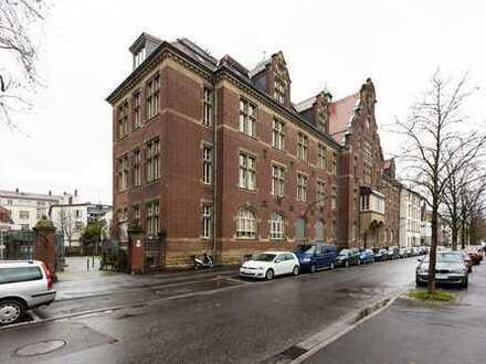 Hochwertig teilmöbliert: Exklusive 2-Zimmer-Altbauwohnung in HD-Bergheim