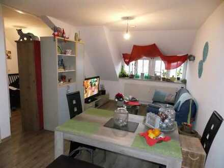 Hockenheim: Kapitalanlage: Gemütliche 1-Zimmer-Wohnung im Dachgeschoss, Personenaufzug, Keller