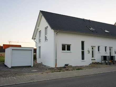 Erstbezug mit Einbauküche: Doppelhaushälfte mit 4 Zimmern in Kuppingen, Herrenberg