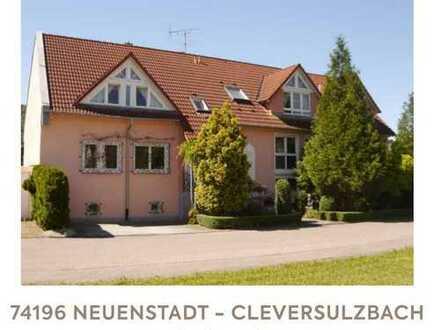Modernisierte 4-Zimmer-Dachgeschosswohnung mit Balkon und EBK in Neuenstadt am Kocher