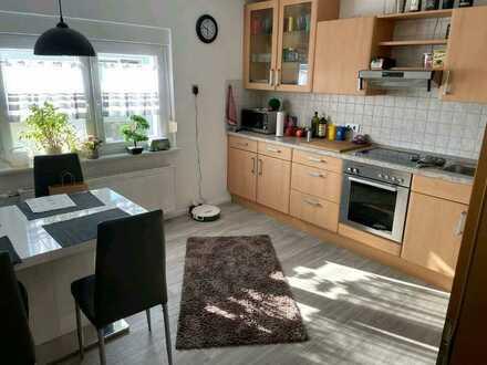 Vollständig renovierte 2-Zimmer-Wohnung mit Bad, Küche Balkon und EBK