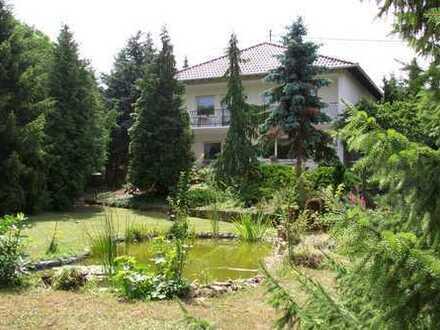 Wohnen wo andere Urlaub machen, großes EFH mit riesiger Gartenfläche und Doppelgarage zu vermieten