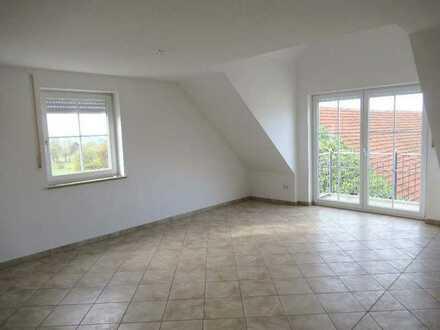 Ch.Schülke-Immobilien; Moderne 3-Zimmer-DG-Wohnung mit Balkon in ländlicher Lage