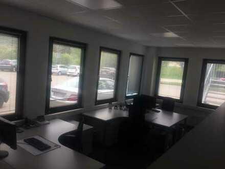 Tageslicht Büro mit Tischausstattung (51qm)