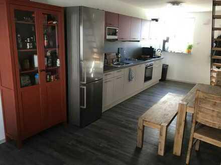 Schöne 1-Zimmer-Wohnung mit Dachterasse und Einbauküche