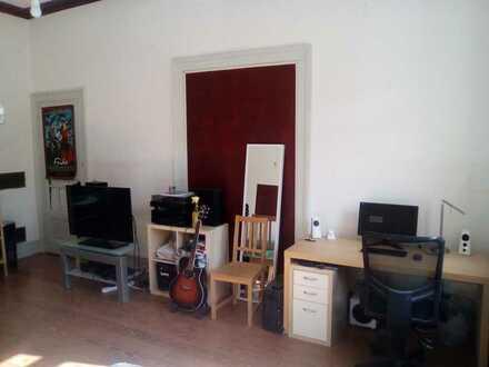 Helles 24qm Zimmer in freundlicher 4er WG, Altbau, zentrale Lage