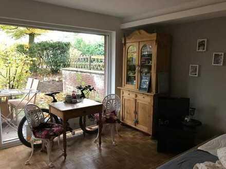 Exklusive, sanierte 1-Zimmer-Wohnung mit Terasse und Einbauküche in Krefeld-Bockum