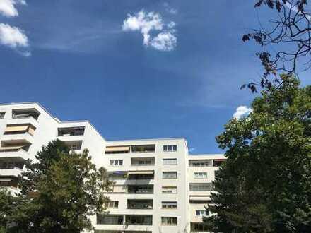 Offene Besichtigung am 27.08!Renovierte 3-ZKB Wohnung mit Stellplatz und 2 Balkonen