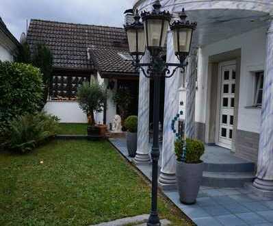 * seit 1992 IMMO-ZAHN * gepflegtes Einfamiliehaus mit Einbauküche & kl.Hof & Garten in Randlage