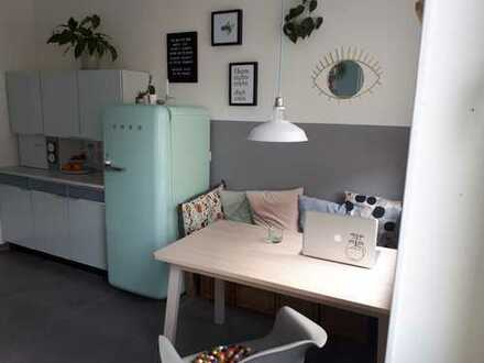 Wunderschöne und helle 2,5-Zimmer-Wohnung mit Balkon in Unterbilk