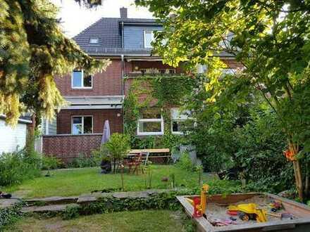 20qm Zimmer mit 11qm Balkon in Haus-WG mit Garten frei