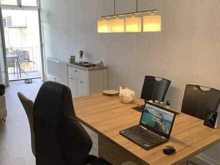 Moderne und sehr freundliche 2-Raum-Wohnung teilmöbliert mit neuer EBK + Balkon in Frankfurt (Oder)