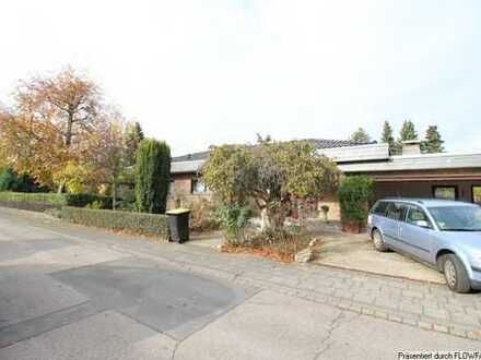 Pulheim-Stommeln ! Großzügies Einfamilienhaus mit Einliegerwohnung auf 1000 m² Grundstück