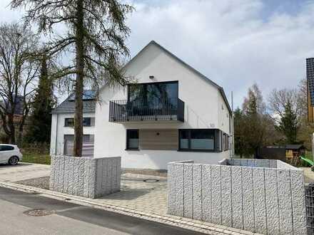 Neuwertige 2-Raum-Erdgeschosswohnung mit Balkon und Einbauküche in Bad Schussenried