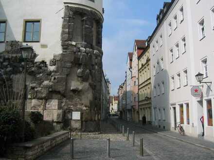 Wohnen an der Porta Praetoria, vollständig renovierte 1-Zimmer-Wohnung mit EBK in Regensburg