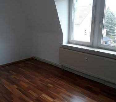 *** tolle 3 -Raum Dachgeschoss Wohnung ***