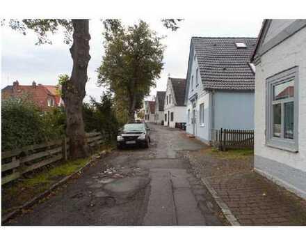Schönes, geräumiges Haus mit 7 Zimmern, Garten, Terrasse und Nebengebäude als Büro in HL-Schlutup