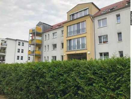 Helle Wohnung am See mit Balkon und Küche