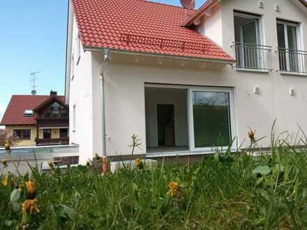 Erstbezug: Doppelhaushälfte mit Blick ins Grüne zu vermieten