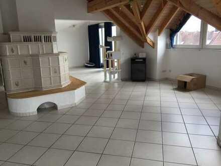 Gepflegte 5-Zimmer-Dachgeschosswohnung mit Balkon und Einbauküche in Alfdorf