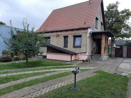 Gepflegtes Einfamilienhaus mit Einliegerwohnung und möglichem Weideland