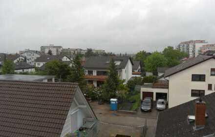 10 km nach Heidelberg. Helle, gepflegte 2-Zimmer-DG-Wohnung in Oftersheim. Tolle Aussicht.