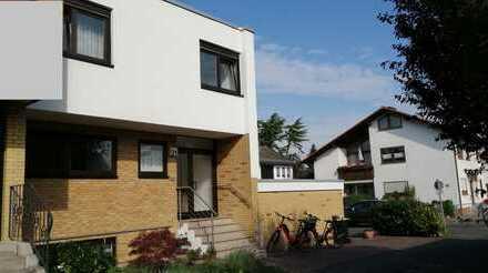 Wunderschönes Haus mit Garten, 1 Garage, 2 Stellplätze, Einl.-Whg. in Egelsbach  25min bis Frankfurt