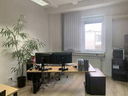 Atraktives Büro innerhalb einer Sozität