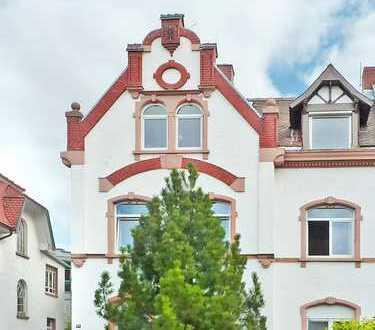 Oberursel City: Hochwertige 3 Zi-Stadtwohnung - Jahrhundertwendehaus in zentraler Lage - ohne Balkon