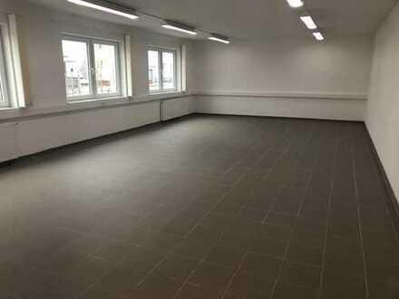 Lichtdurchflutetes Großraumbüro, 68m², 2.OG