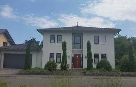 Schönes Haus / Stadtvilla mit 6 Zimmern in Ortsmitte von Wöllstein in ruhiger Lage