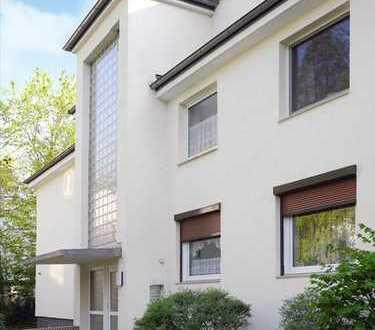 Von Privat - Helle und modernisierte 2,5 Zi Wohnung in Bahrenfeld