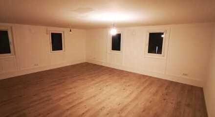 Gepflegte, helle 4-Zimmer-Wohnung mit EBK und Terrassenmitbenutzung in Besigheim-Ottmarsheim