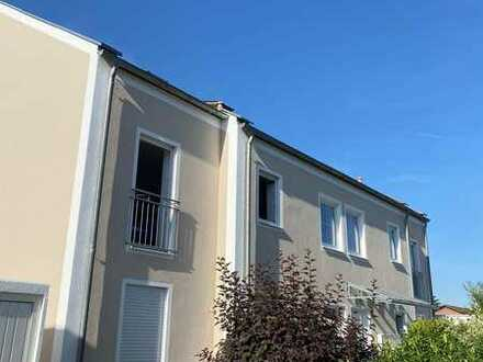 Helle, freundliche Wohnung mit drei Zimmern sowie Balkon und EBK in Gaimersheim