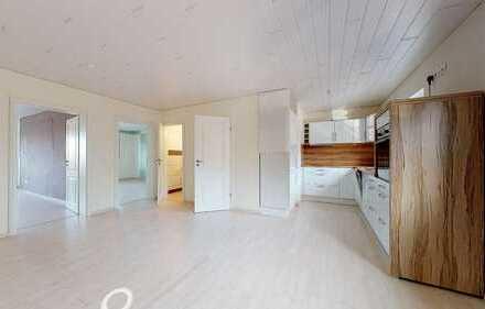 Top-renovierte und gut geschnittene 2,5-Zimmer-Wohnung mit Balkon, Garage und Stellplatz