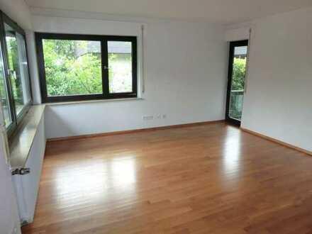 Helle exklusive 3,5-Zi-Wohnung mit Wintergarten und eigener E-Mobility Ladesäule