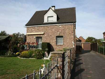 Bezugsfertige Erdgeschosswohnung in Eick-Ost mit kleinem Garten und Einbauküche