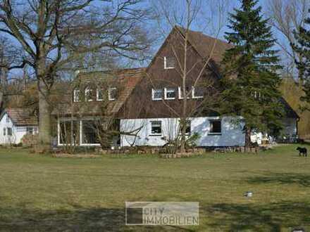 Herrliches Anwesen mit Haupt- und Nebengebäude, ca. 35.000 m² Grund in Herpersdorf