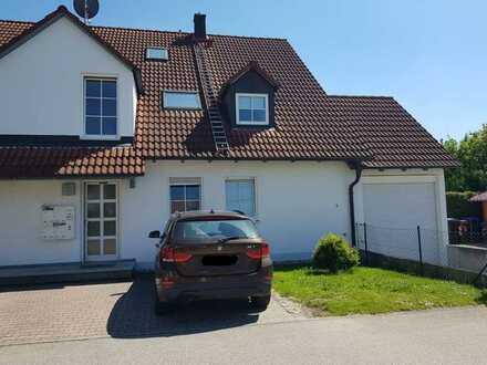 Gepflegte, helle 3-Zi-Maisonette-Wohnung mit EBK, Balkon, Garage, in Kutzenhausen (von privat)