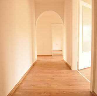 NACH SANIERUNG: Schöne 3-Raumwohnung 59 m², modern gestaltetes neues Bad, bezugsfertig