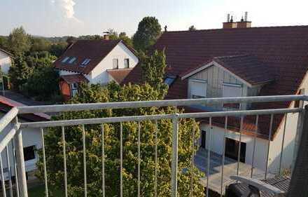 Schöne Dachgeschosswohnung mit Einbauküche