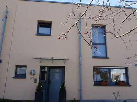 Schönes, geräumiges Haus mit vier Zimmern in Mettmann (Kreis), Ratingen