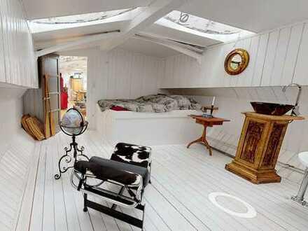 Rarität! Historisches Hausboot mit Dauerliegeplatz.