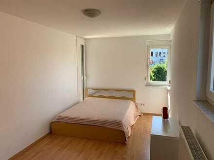 Neubau, teilmöbliert, Sonnenbalkon, tolle Küche, direkt an der S-Bahn