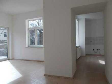 Ellefeld: Wanne u. Dusche, Bad neu gefliest, Terrasse u. eigener Minigarten