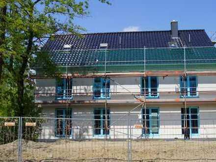 Neubau Doppelhaushälfte in Mahlsdorf Süd als KFW 55 Haus. Mit 164 qm Wohn / Nutzfläche.