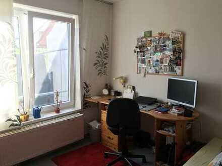 Helles, ruhiges Zimmer in 2er-WG im Herzen Kirchheims – inkl. Terrasse, Wohnzimmer, Kellerraum, Wasc
